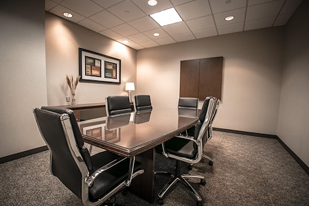 IDS Executive Suites - Calhoun - Large