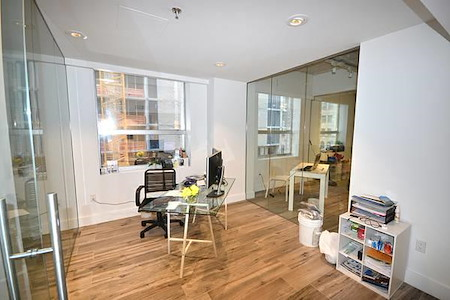 KH Properties - Downtown Miami - Office 3 (5 people)