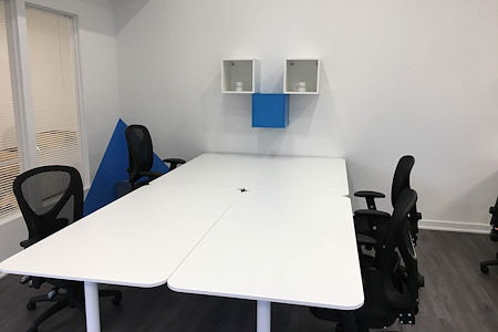 Creating Digital - Desk 1