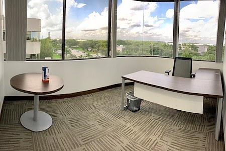 Cosuite - Premium Corner Executive Suite
