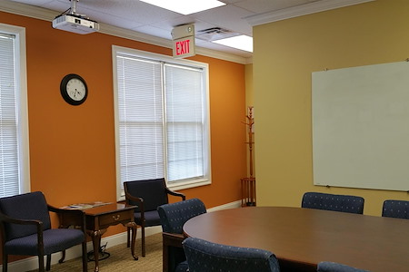 MyNextSuite - Small Meeting Room