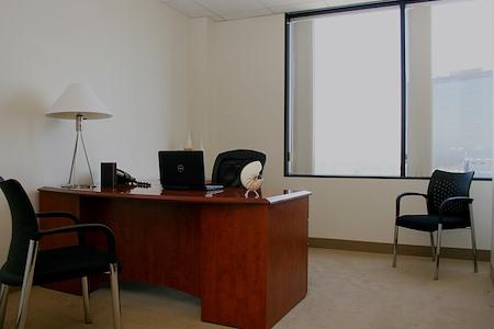 (BWD) Brentwood Wilshire Landmark - Exterior Office