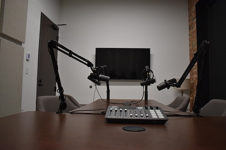 Straight Up Podcasts Studio - Straight Up Podcasts studio