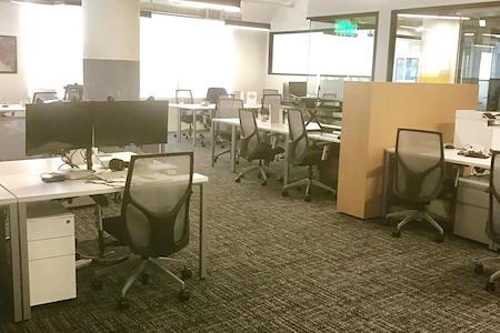 SPACES FASHION DISTRICT DTLA - Dedicated Desk