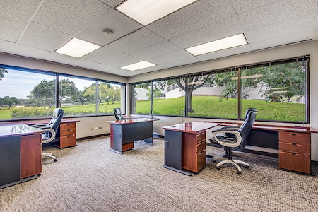 WORKSUITES | North Houston - EXTERIOR OFFICE | 5 PERSON