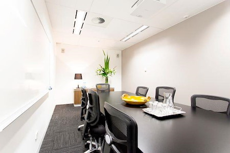 @WORKSPACES - Black Boardroom
