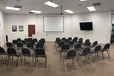 Spacious Private Executive Office with gorgeous view - Spacious/Equipped Training Room