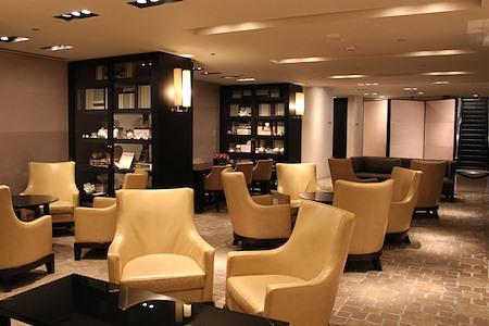 Grand Hyatt Melbourne - Whole Desk Space