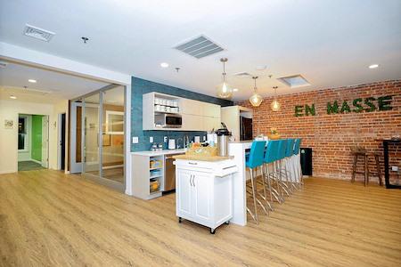 En Masse Coworking - Cafe & Lounge