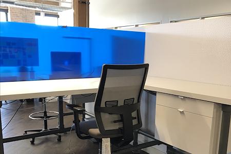 Amped I - Spacious Dedicated Desk