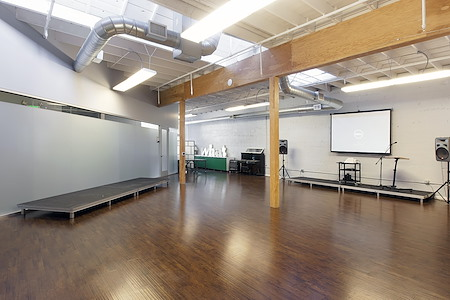Intersection for the Arts - 1,500ft² Creative Space w/ Natural Light