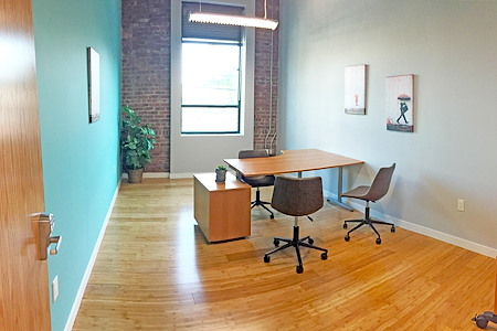 Freeport Coworks - Dedicated Desk 1