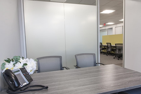 Intelligent Office of Alexandria - Office Space for Three
