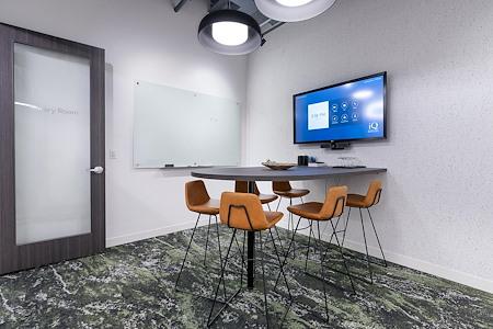 iQ Offices | 550 Robson St - Savary Room