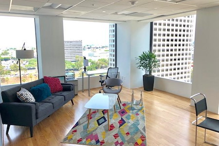 Regus- Spaces City National Plaza - 1864