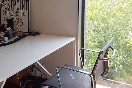 CO-WORKING DEDICATED DESK - Dedicated Desk