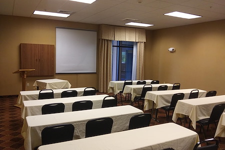 Holiday Inn Express & Suites Harrisburg West - Mountain View