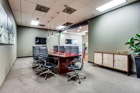 WORKSUITES | West Plano - Boardroom