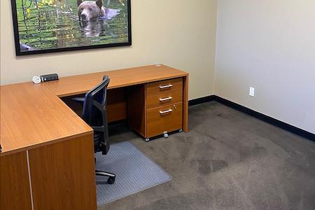 580 Executive Center - Suite 318