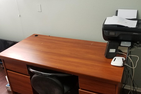 1725 Grismer Apartments - Open Desk with WiFi and Coffee
