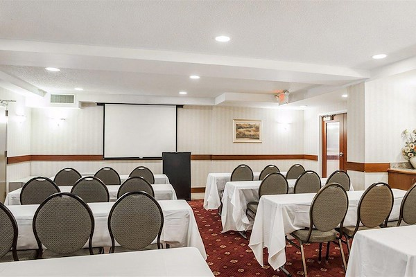 The Quality Inn - Meeting Room / Event Space
