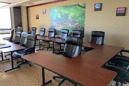 Strategism - Spacious meeting space in a big building