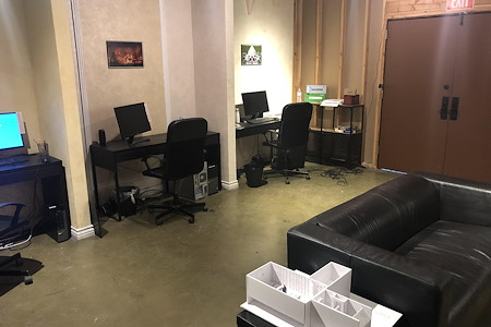 Fonco Studios - Fonco Studios Desk W/Computer (Daily)