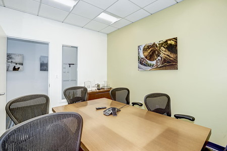 Carr Workplaces - Old Town - Selke Meeting Room