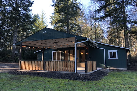Bear's Lair Bed and Breakfast/Event Venue - The Shop
