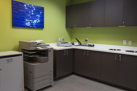 ExecuSuites I-270 - Open Desk