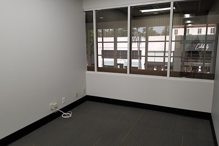 Global Business Centers - Window Office 209