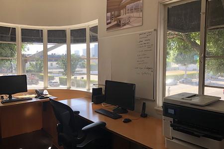 Beverly Hills Corner Office - Dedicated Desk 1