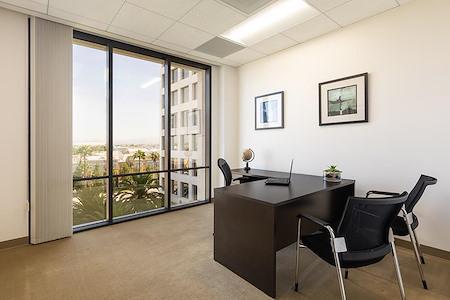 (PAR) Jamboree Center - Window Office