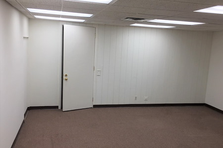 Airport Plaza Center II - Suite 111 Large Office Space for 6