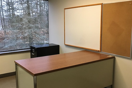HPFY Business Center - Dedicated Desk 2