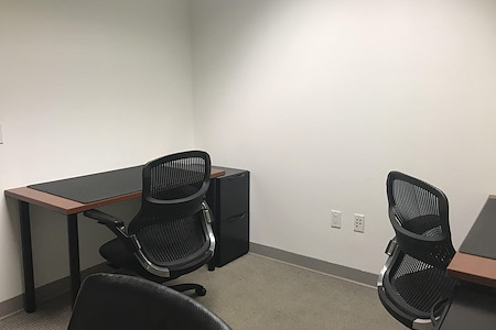 Carr Workplaces - City Center - Dedicated Desk for 1
