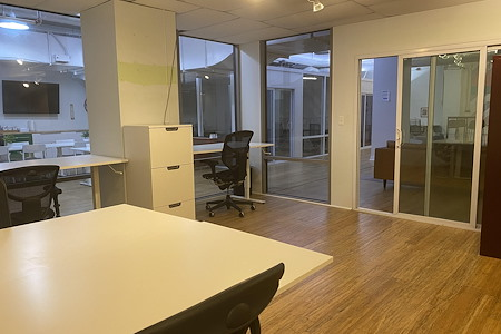 rent24 - 9 W. Washington - Office 409