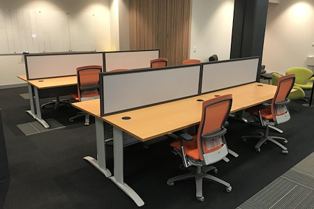 Incubate IT - Large Desk (1500mm) in central Hub