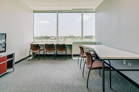 Cowork KCI - Medium Window Office