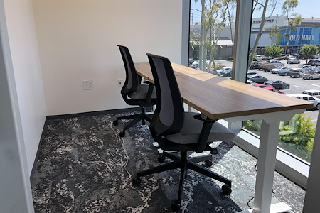 CTRL Collective | Manhattan Beach - Private 2 Person Executive Window Suite
