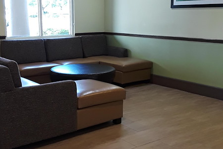 Holiday Inn Express - Desk 3 Lobby Space