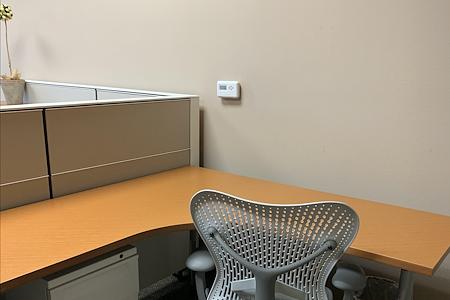 ITC Business Center & Co-working - Medium desk per hour