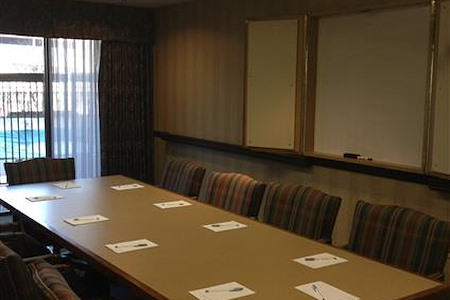 Hampton Inn & Suites Alexandria Old Town Area South - Mt. Vernon Boardroom