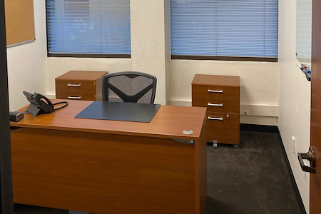 580 Executive Center - Suite 322