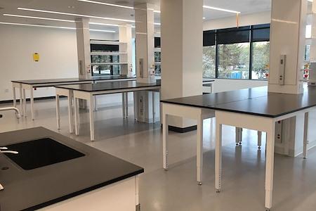 BioLabs San Diego - Wet Lab Bench