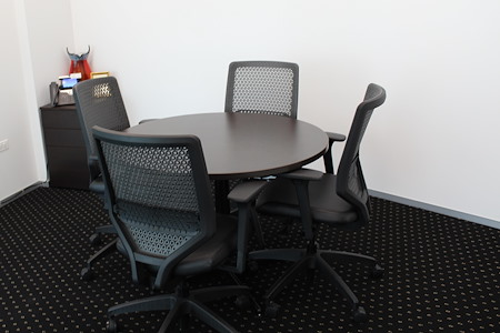 Servcorp-Chicago River Point Tower, West Loop - Meeting Room, seats 4