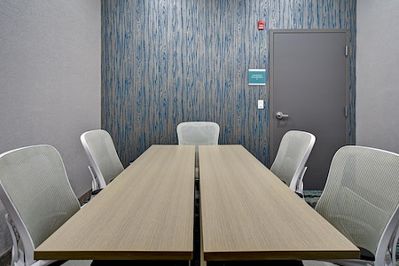 Home 2 Suites - Board room