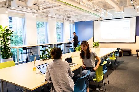 iShare incubator - Open Desk 1