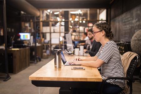 General Provision FATVillage - Associate Desk