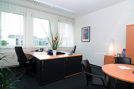Regus | Munich Unterföhring-Mediapark - Team Office
